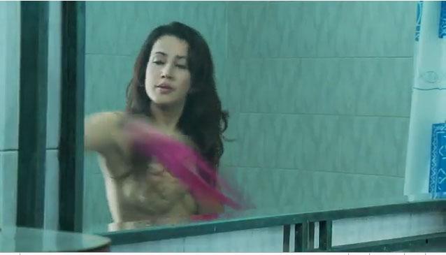 """Video Andi Soraya """"Toples"""" di Film Hantu Puncak Datang Bulan"""
